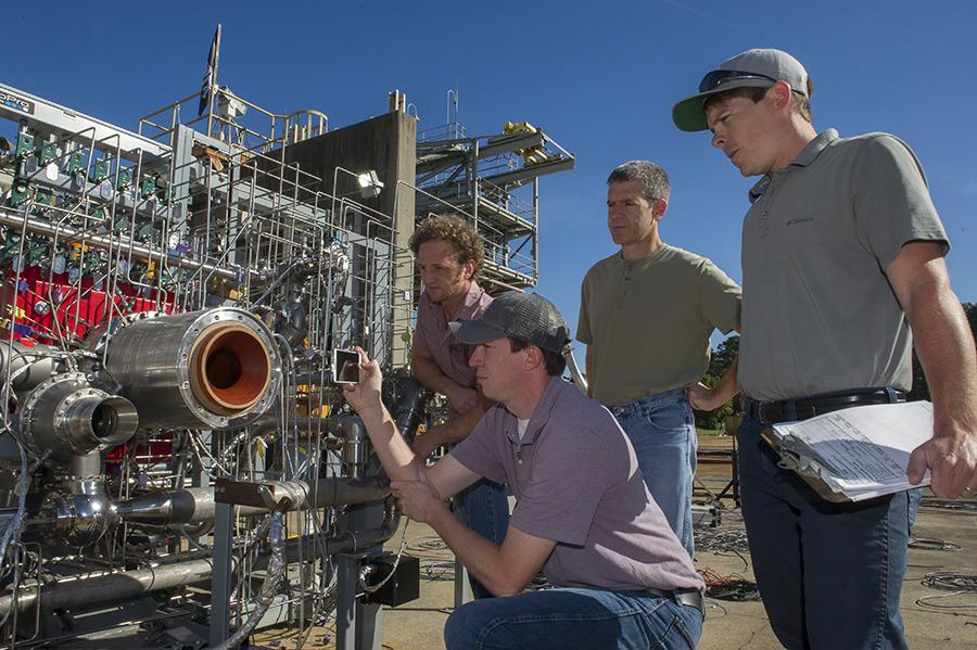 nasa-3d-printed-rocket-engine-2