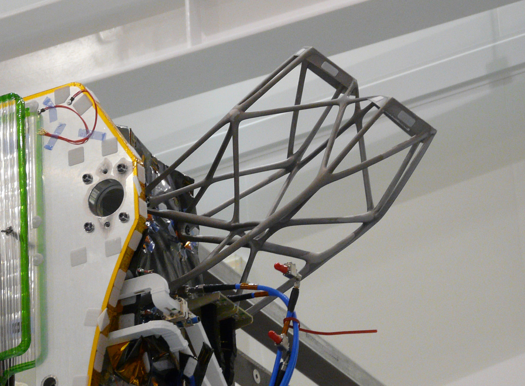 3d-metal-printed-parts-satellites-3