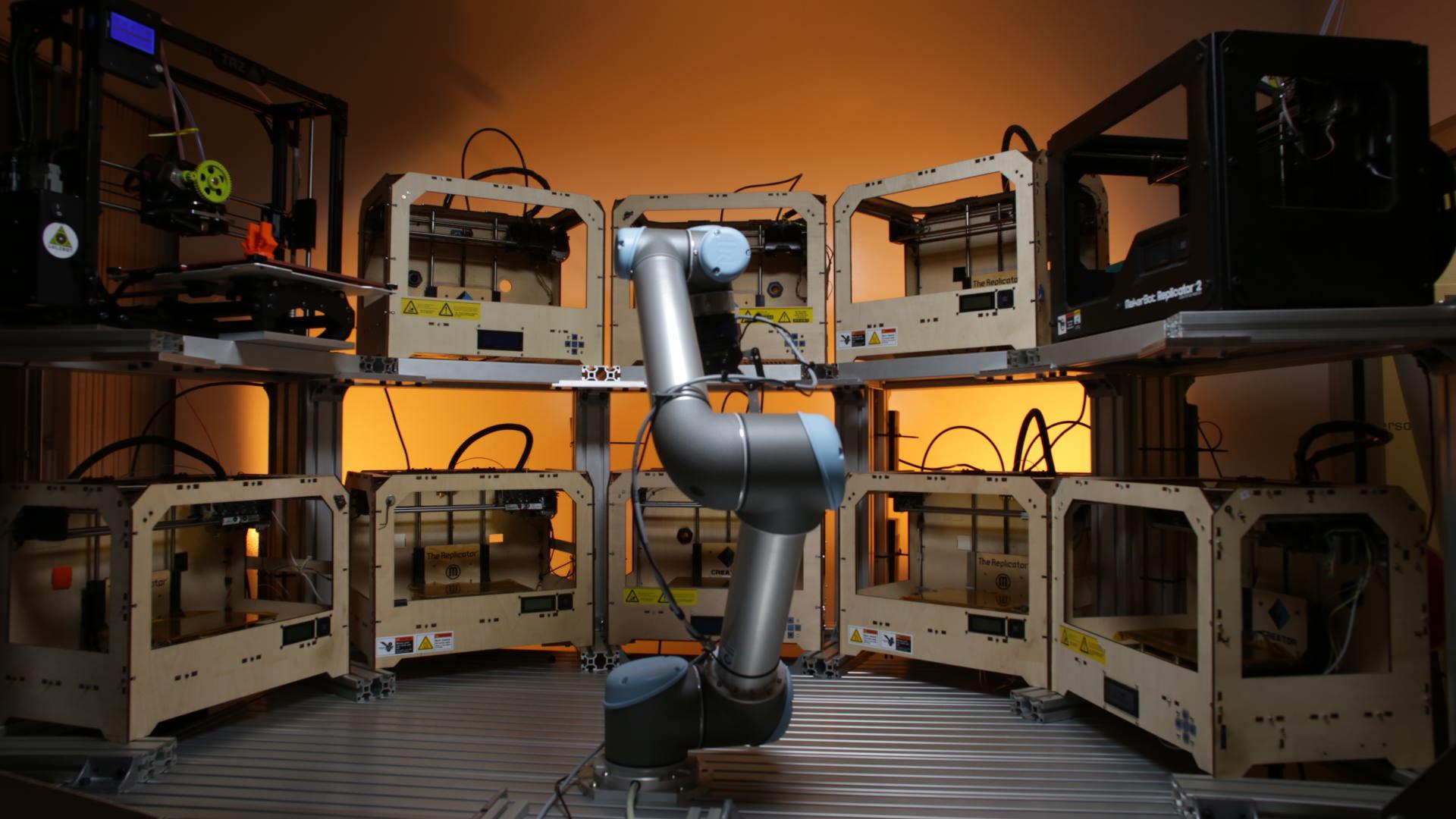 tend-ai-robot_and_3D_printers-2